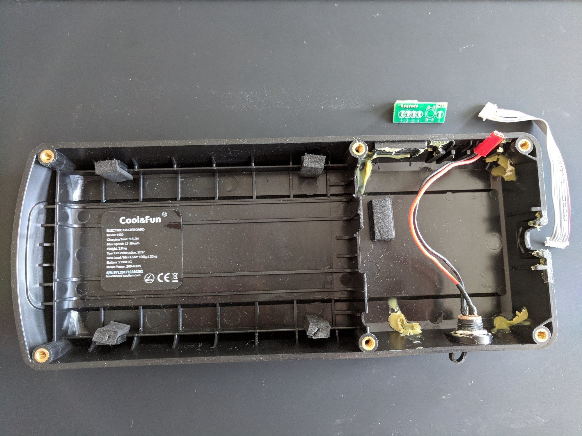 The enclosing of the battery and the electronics of the electric skateboard