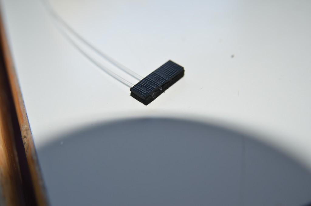 Einzelne Lichtleiter in Moosgummi zusammengeklebt