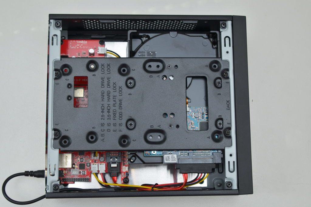 Chieftec-Gehäuse mit eingebautem Cubietruck und Festplatte
