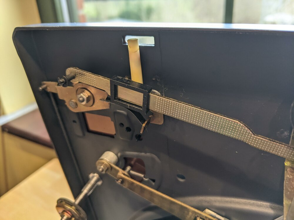 Cracked height lever of the Dual HS 130 (1224)