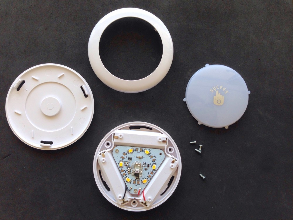 The opened Sycees button with all parts